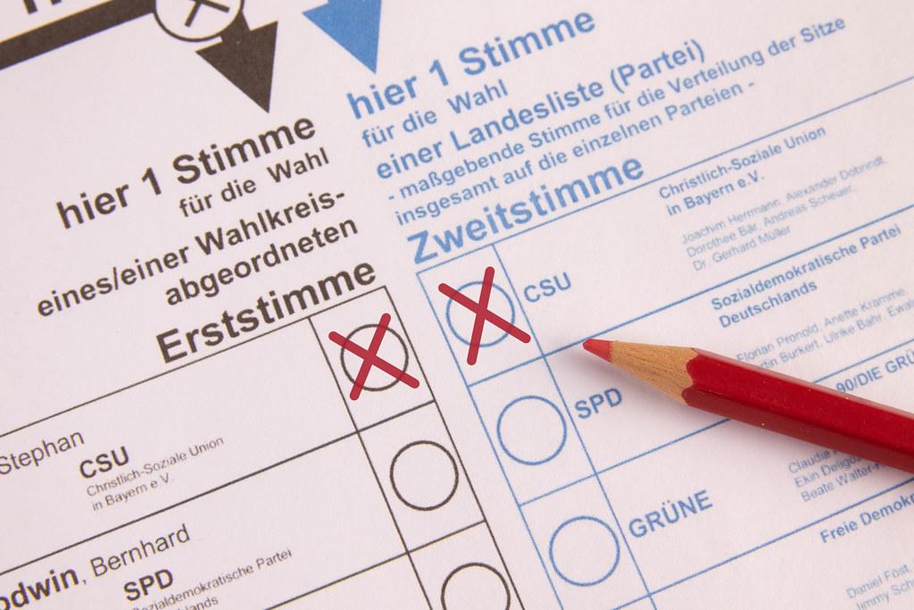 Stimmzettel, Kreuz in rot bei CSU