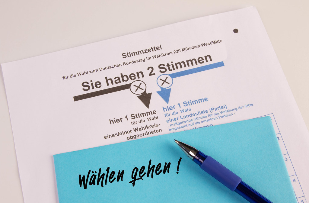 Stimmzettel mit wählen gehen text
