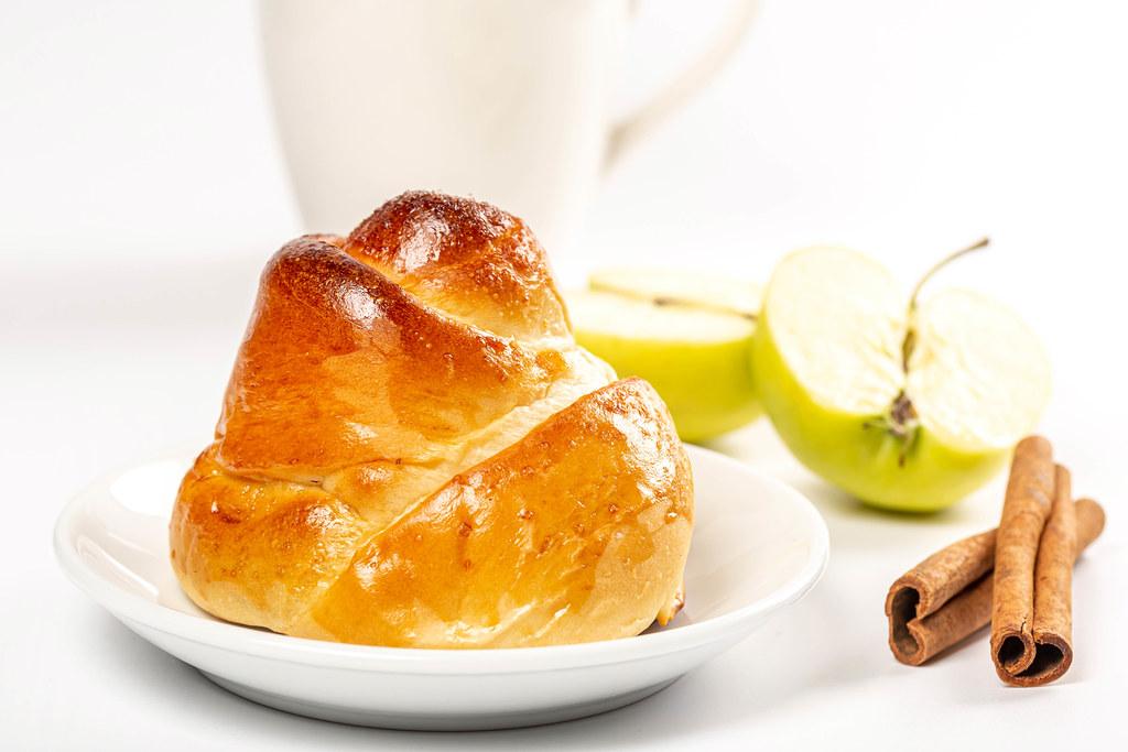 Sweet buns with cinnamon and apple
