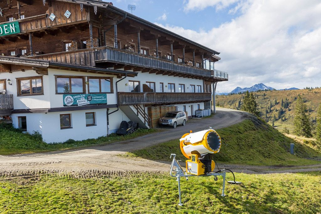 The mountain restaurant Hornboden, located at 1827m directly under the top station of the cable car