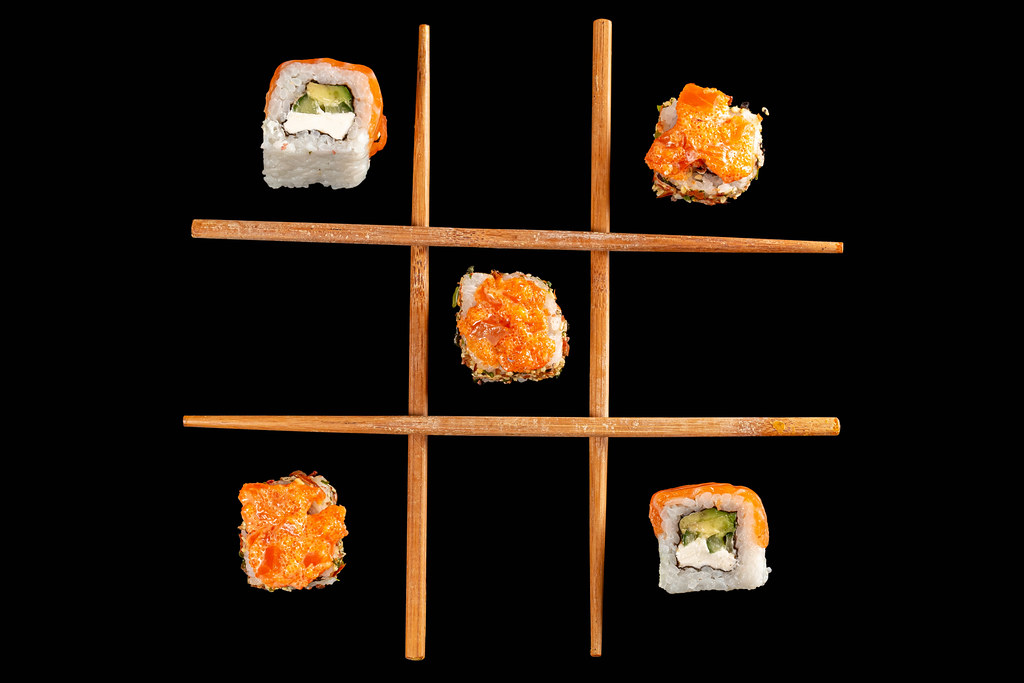 Tic-tac-toe game with two types of rolls on a black background