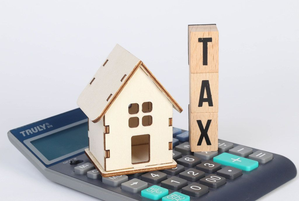 Tiny house and Tax text with calculator