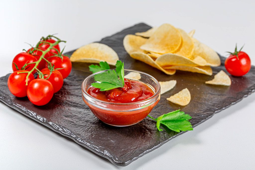 Tomato sauce with fresh tomatoes and potato chips