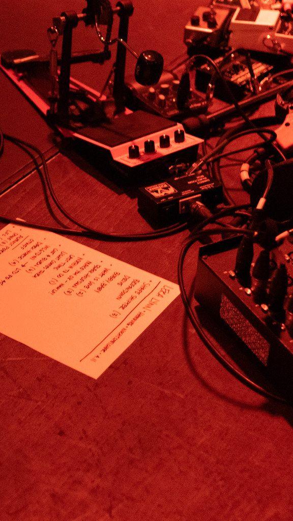 Track list of a performing singer Lera Lynn in red light