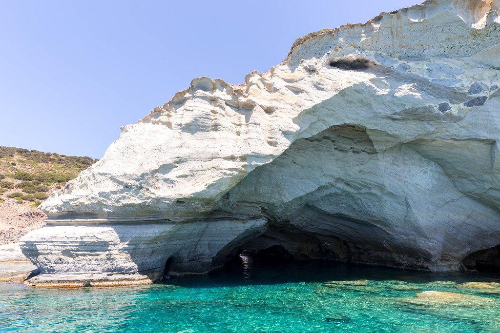 Türkises Wasser, Klippen und Höhlen. Katamaranfahrt von Adámas nach Kleftiko auf Milos