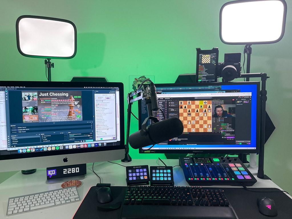 Twitch Schach-Livestreaming hinter den Kulissen: professionelle Ausrüstung im Einsatz