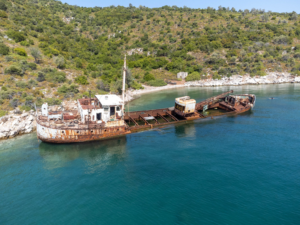 Unterwasser-Museum für Taucher: Drohnenaufnahme des Schiffswracks Peristera bei Alonnisos