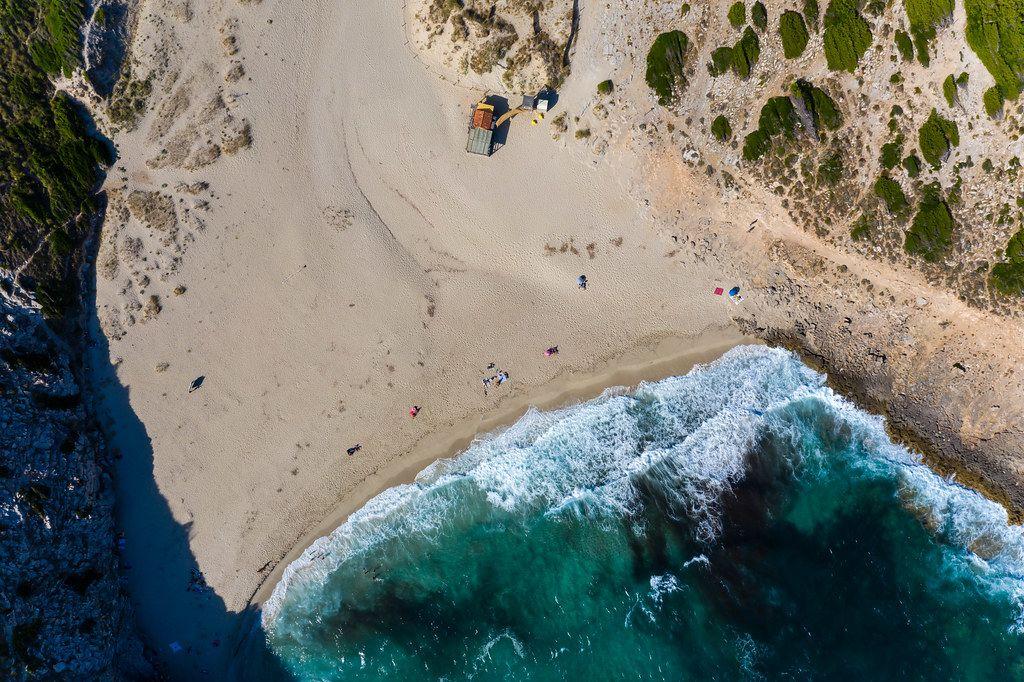 Urlaub im Sommer 2020 auf Mallorca. Drohnenaufnahme von Cala Torta bei Artà