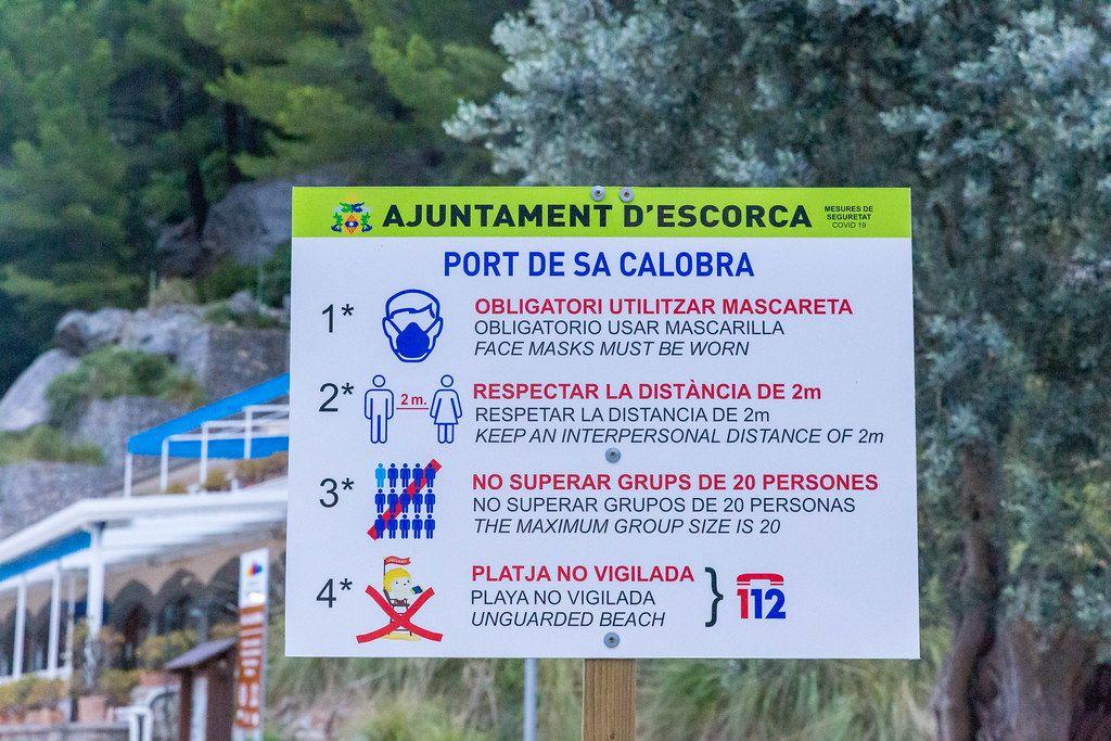 Urlaub mit Mundschutz: Corona-Abstandregeln im Sommer 2020 in Port de Sa Calobra auf Mallorca