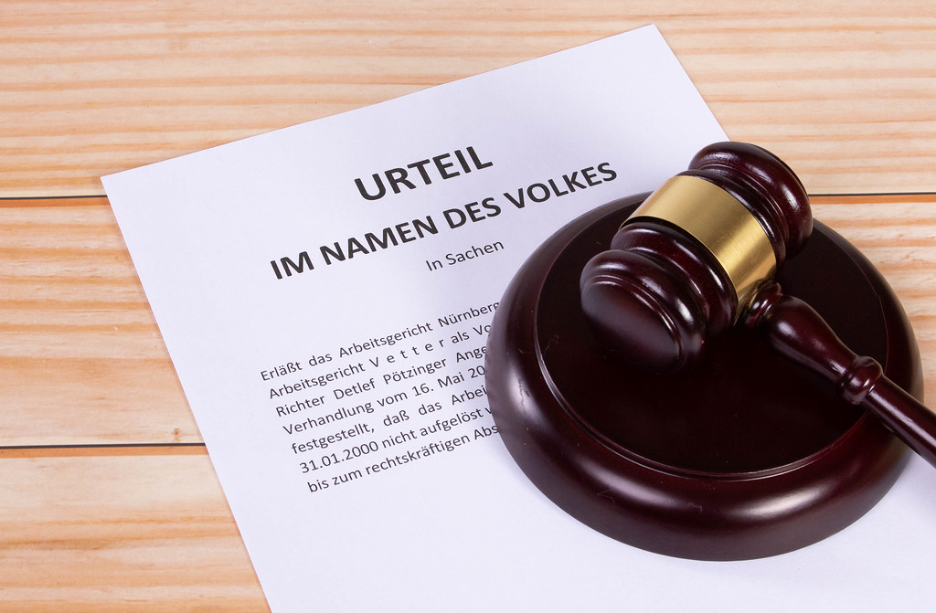 Urteil document with a wooden judge gavel