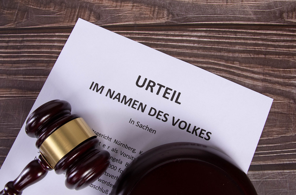 Urteil Im Namen des Volkes document with a wooden judge gavel
