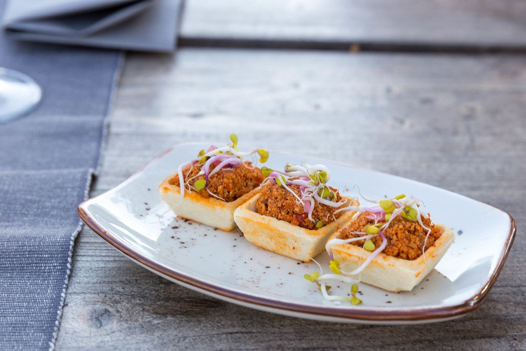 Veganes mexikanisches Essen: hausgemachte Chorizo-Canapés bei Villa Vegana in Selva, Mallorca