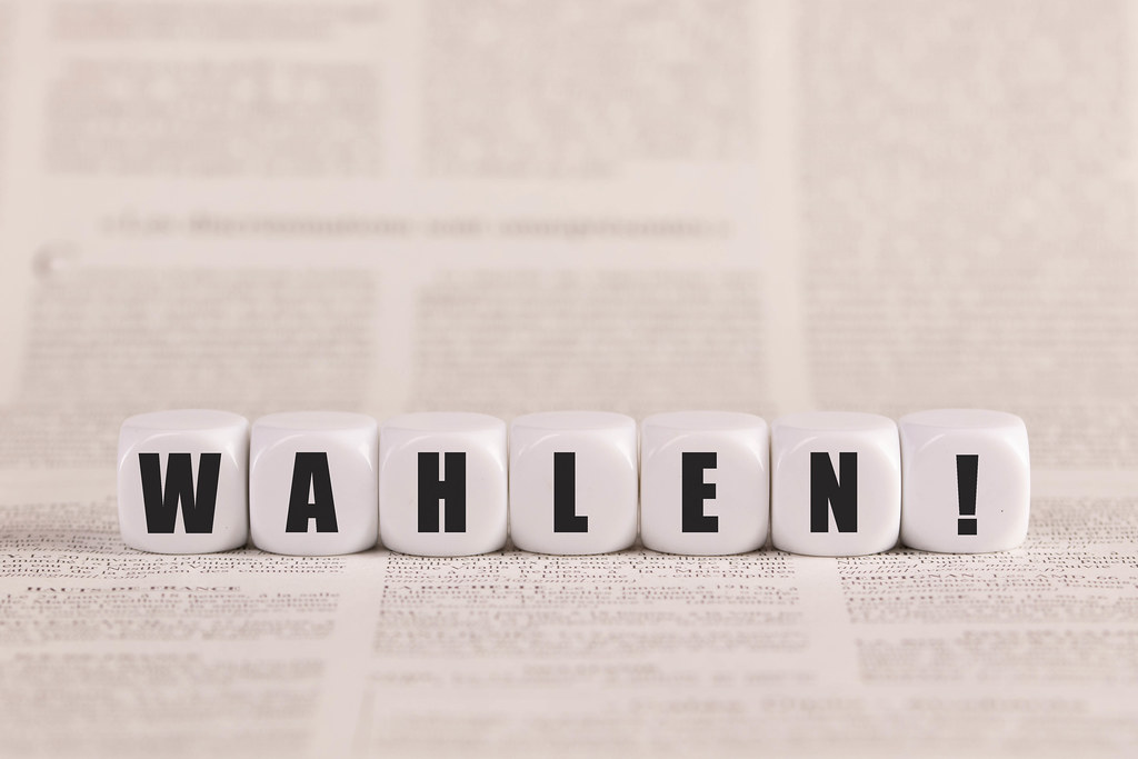 Wahlen written with cubes on a newspaper