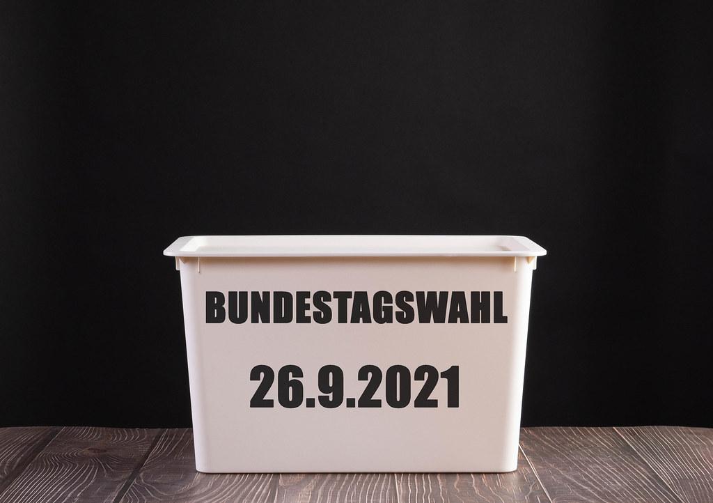 Wahlurne mit Bundestagswahl datum