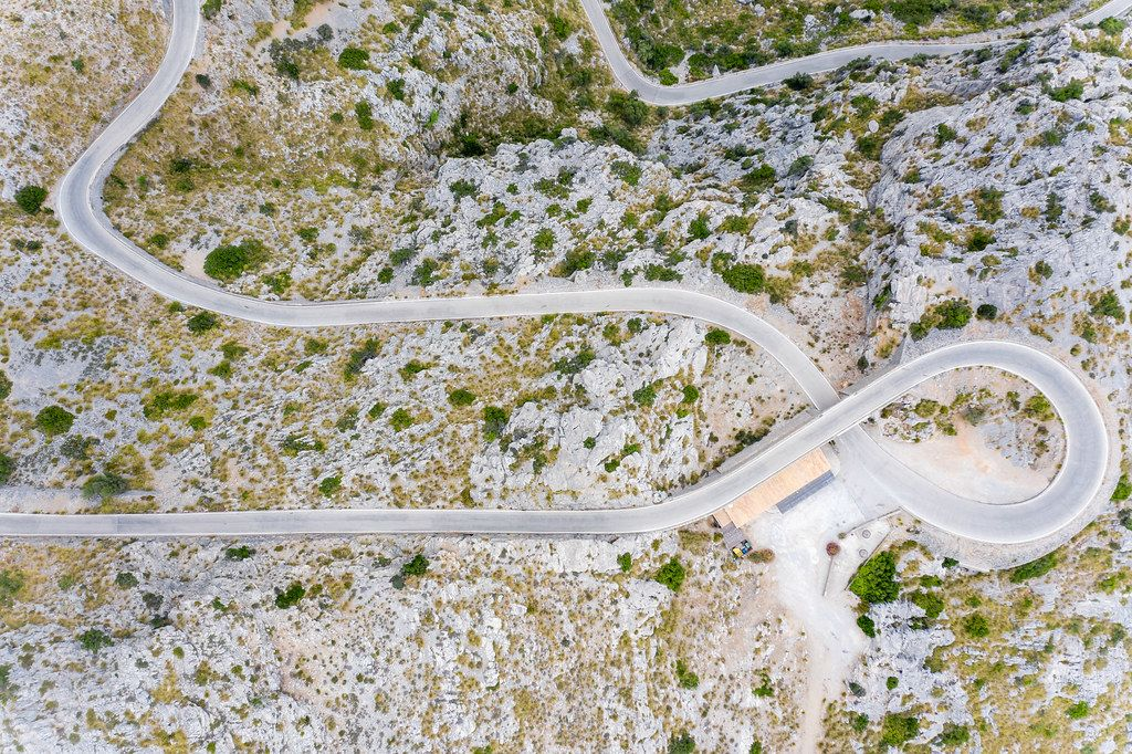 "Weltberühmte Straßenkurve: Nus de sa Corbata (""Krawattenknoten""), Sa Calobra, Mallorca. Luftbild"