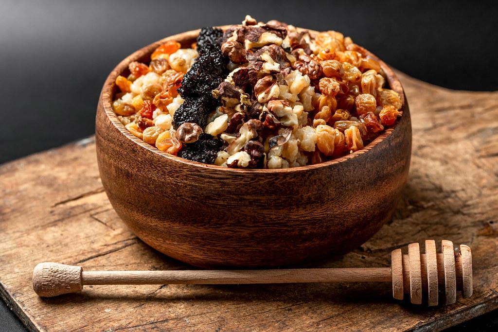 Wheat porridge with raisins, poppy seeds, walnuts and honey