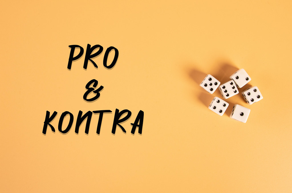 White dices with Pro&Kontra text on orange background