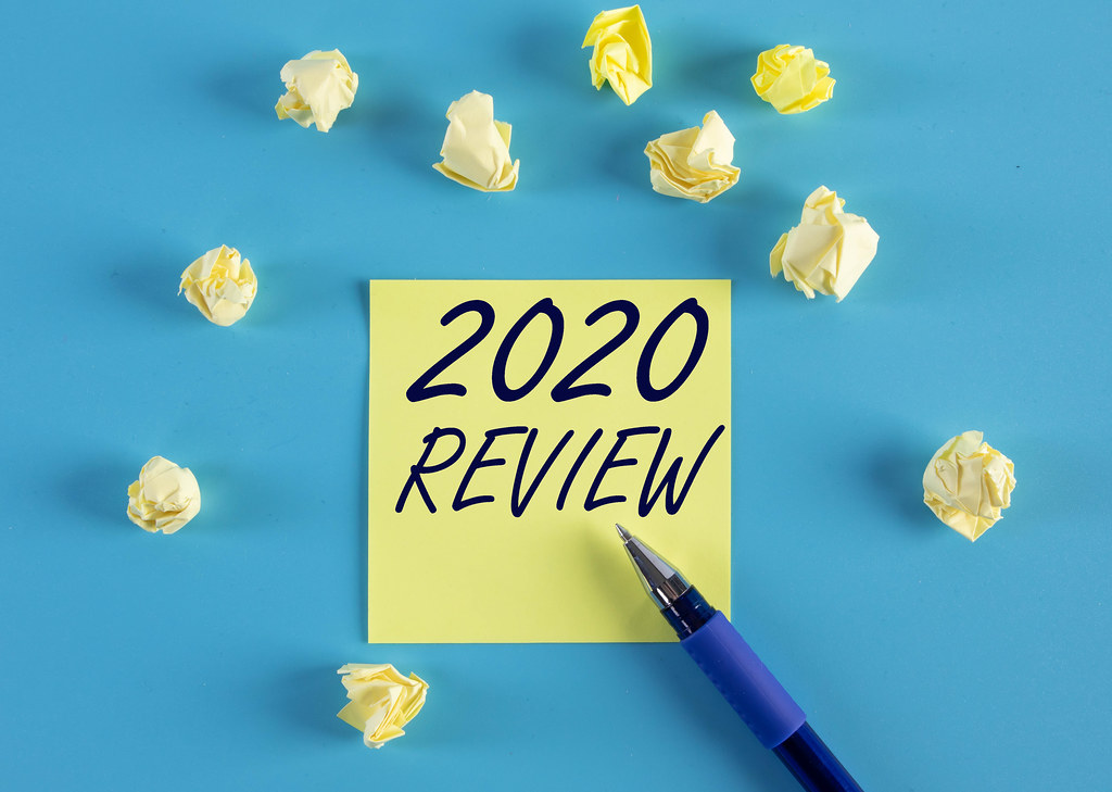 Yellow sticky note with 2020 Review text