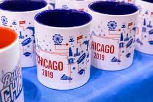 """""""Chicago 2019"""" Tassen in Weiß/Blau und Weiß/Rot, anlässlich des Marathons hergestellt"""