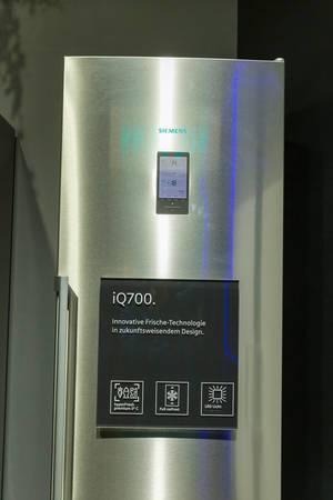 """""""Innovative Frische-Technologie in zukunftsweisendem Design"""" des iQ700 Kühlschranks von Siemens, mit LowFrost-Technik"""