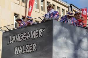 """Langsamer"" Walzer aka der Trump-Wagen beim Rosenmontagszug - Kölner Karneval 2018"