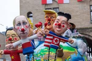 """""""Weltholzköpfe"""" - Persiflagewagen: Machthaber wie Trump, Putin, Kim Jong-un und Boris Johnson zündeln an der Welt"""