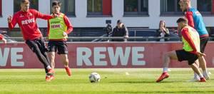 1. FC Köln Fußballspieler Simon Terodde und Abwehrspieler Jorge Meré beim ersten Fußballtraining mit André Pawlak