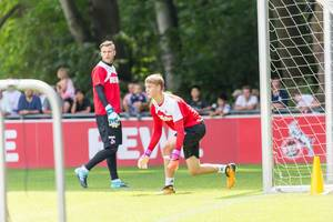 1. FC Köln goal keeper Sven Müller and player Brady Scott during training