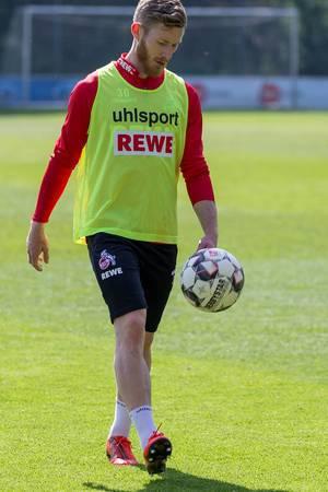 1. FC Köln Mittelfeldspieler Florian Kainz mit Fußball während des gemeinsamen Trainings mit André Pawlak