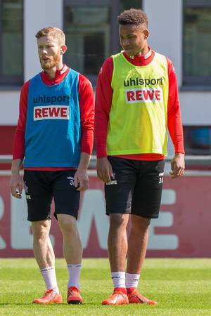 1. FC Köln Mittelfeldspieler Nikolas Nartey und Florian Kainz beim ersten Fußballtraining mit André Pawlak