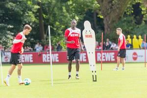 1. FC Köln Simon Zoller und Sehrou Guirassy beim Training