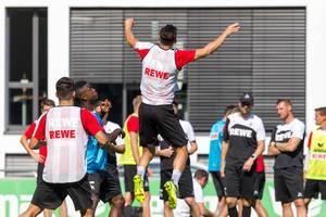 1. FC Köln Spieler beim Kopfball-Training