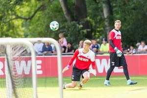 1. FC Köln Torwart Sven Müller und Spieler Brady Scott beim Training