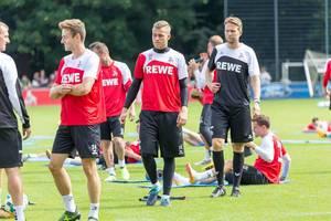 1. FC Köln Torwart Sven Müller und weitere Spieler beim Training