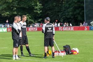 1. FC Köln Trainer Alexander Bade, Manfred Schmid und Peter Stöger beim Training