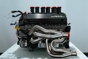 1999 BMW P75 V12 Le Mans Motor in Seitenansicht im BMW Museum