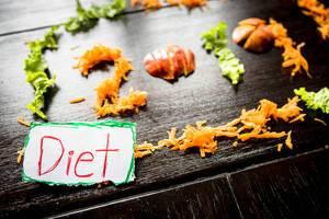 2019 bedeutet Diät - die Zahl aus Karotten, Äpfeln und Salat