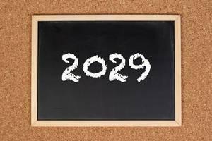 2029 auf einer schwarzen gerahmten Tafel geschrieben