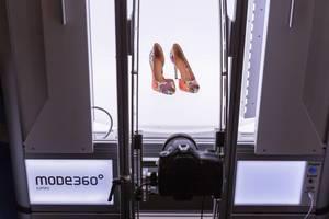 360 Grad Aufnahme von High Heels der Firma Mode 360 Jumbo an der Photokina in Köln
