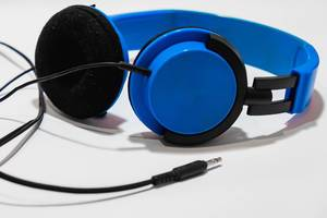 A blue headphones on white surface (Flip 2019)