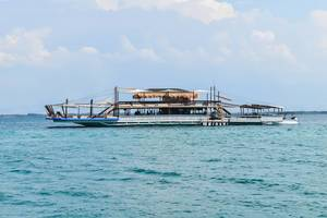 A floating restaaurant at Lakawon Beach