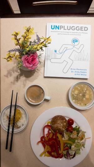 Abendessen und das Buch Unpluged