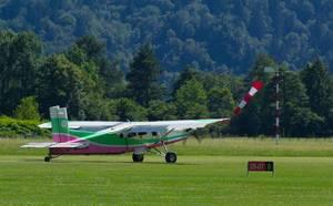 Absetzflugzeug - Flugzeug für das Fallschirmspringen