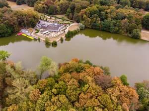 Aerial photo of boat rental, restaurant Haus am See and minigolf club Minigolf in Lindenthal