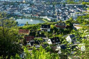 Aerial view of colorful houses and a fountain in Bergen, Norway (Flip 2019)