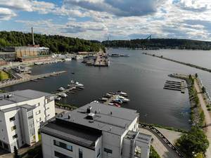 Aerial view shows harbour with motorboats docked at wooden jetties and the harbour quarter of Lahti, Finnland, with Sibelius congress and concert hall