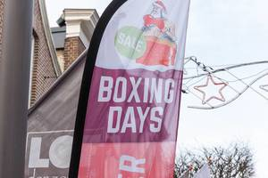 "After Christmas shopping: flag in front of a store with text ""Sales - Boxing Days"""
