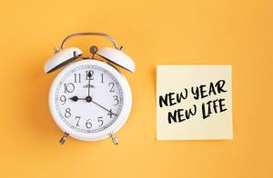 Alarm clock with handwritten text New Year New Life