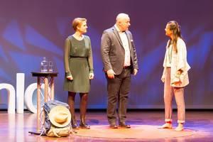 Alie de Boer unterhält sich mit den Moderatoren - TEDxVenlo 2017