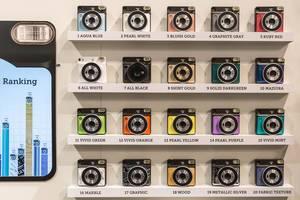 Alle Farben der Sofortbildkamera von Instax Square SQ6 mit Ranking der populärsten an der Photokina in Köln